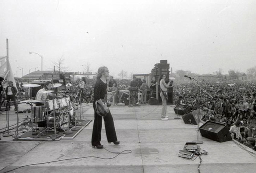 Rush, Fly By Night Tour 1975